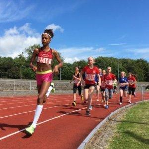 Emma Kiplagat Kondrup tog føringen med det samme, da hun lørdag løb 600 meter i Esbjerg. Foto: Kim Vejrup.